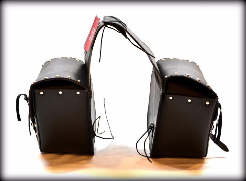 sacoches cavali res en cuir avec clous pour moto custom. Black Bedroom Furniture Sets. Home Design Ideas